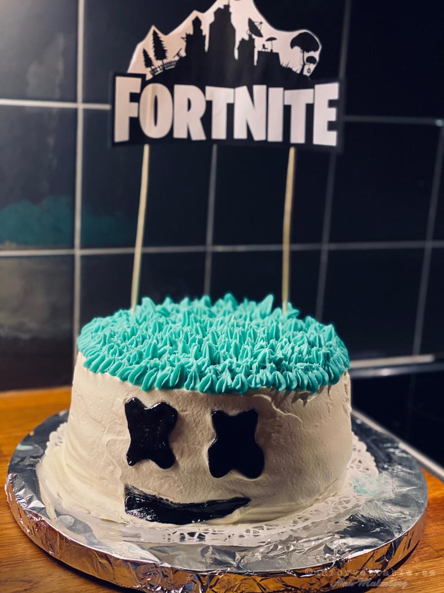 Fortnitetårta barnbarnets 7-års tårta