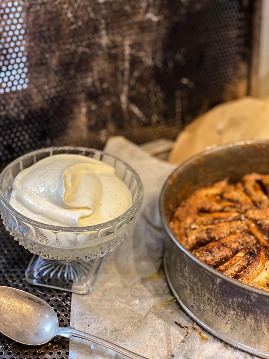 Fyriskaka med vaniljvisp
