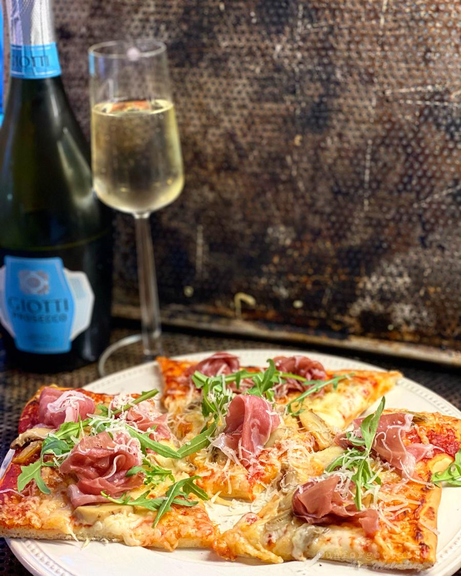 Pizza med champinjoner & prosciutto
